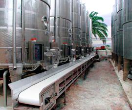 Сортування і обробка винограду, стебел і вичавок